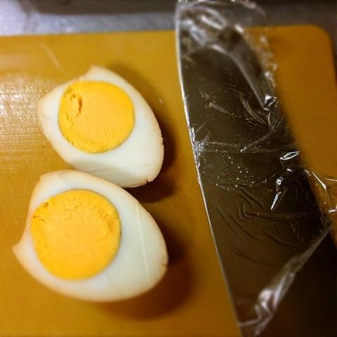 見事なまでに美しいゆで卵の断面!