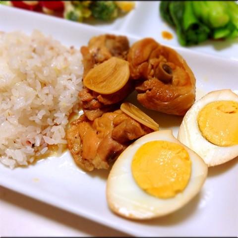 鶏のさっぱり煮用の煮卵もまっぷたつ!