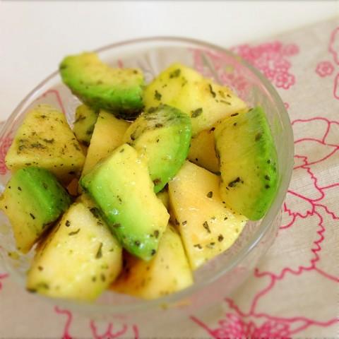 りんごとアボカドのフルーティーサラダ